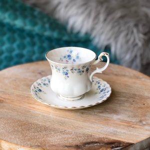 Royal Albert 'Memory Lane' teacup & saucer set